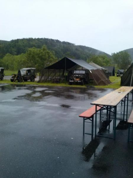 Le lendemain sous la pluie