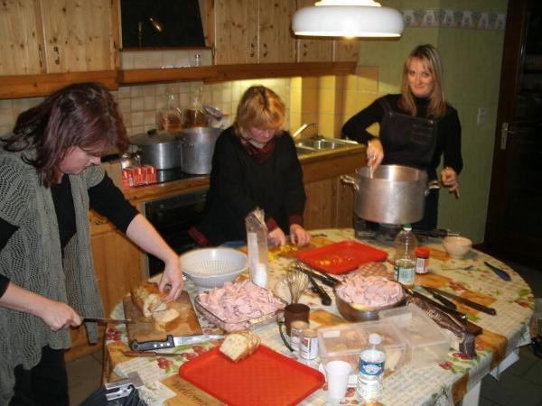 Préparation du repas au gite Bastogne 2011